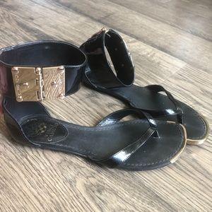 Vince Camuto | Black/Gold Kastern Flat Sandal sz 6